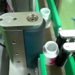 Self-adhesive labeler round bottle labeling machine with touch screen positioning label applicator