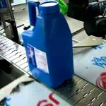 Flat bottle label applicator two sided labeling machine front back sides adhesive labeller